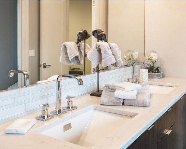 sink-in-master-bathroom-in-luxury-home-picture-id516389958-min