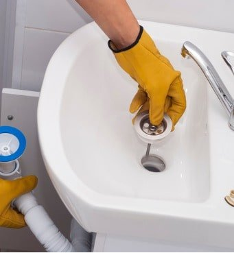 plumber-installs-a-new-siphon-picture-id874169110-min