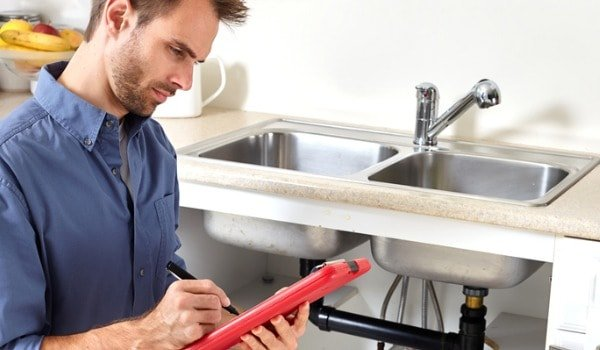 plumber-picture-id615603298-min