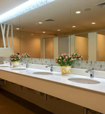 row-of-wash-sink-with-big-mirror-in-public-toilet-picture-id1206102647 (1)