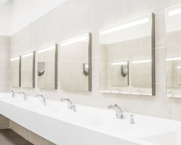 commercial-bathroom-for-washing-hands-picture-id638231274-min