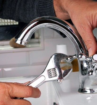 repairing-a-faucet-picture-id970156662-min